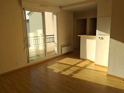 Appartement T2, parking et box